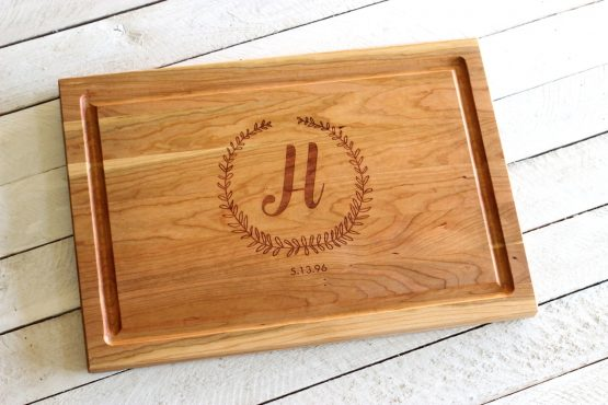 butcher block cutting board wreath design